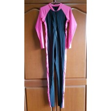 ชุดว่ายน้ำเต็มตัว แขนยาว ขายาว พื้นสีดำ ตัดลายสีชมพู สภาพใหม่มาก